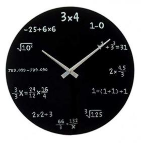 Originelle Wanduhr mit Mathe-Aufgaben