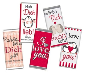 Schokoladentafeln mit Liebesbotschaften